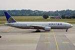 United Airlines, N781UA, Boeing 777-222 (19674718371).jpg