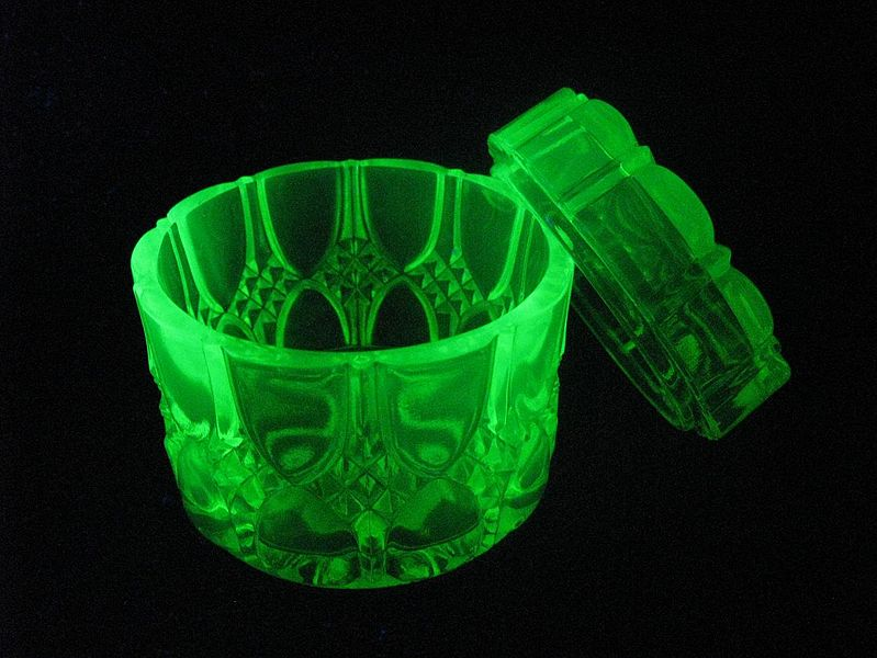 File:Uranium glass in UV.JPG
