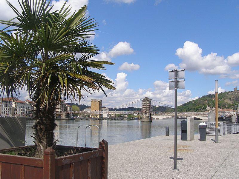 File:Vienne (avril 2009).jpg Фотографии Вьена - достопримечательности Вьена в картинках, что посмотреть во Вьене, виды Вьена