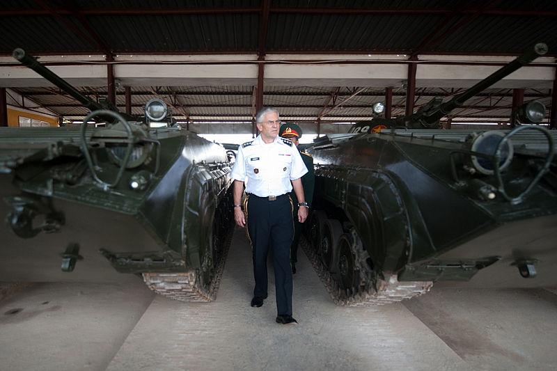 File:Vietnamese BMP IFVs, November 2010.JPG