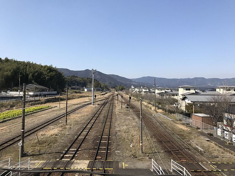 File:View from overpass of Yoshimatsu Station (north).jpg
