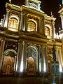 Vista nocturna de la Basílica Menor de San Francisco.jpg