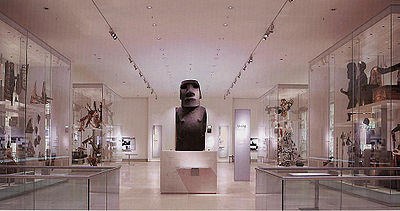 The British Museum, Room 24 - The Wellcome Trust Gallery with Hoa Hakananai'a in the centre