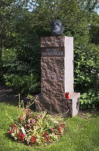 Wien 11 Zentralfriedhof Grab Qualtinger a.jpg