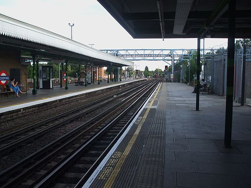 Woodford station look south2