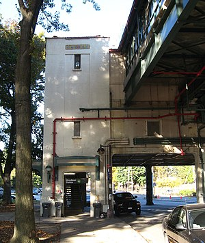 Woodlawn (IRT Jerome Avenue Line) - West stair tower from south