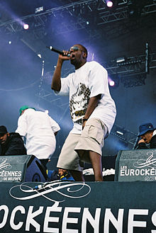 Deck performing with Wu-Tang Clan