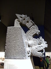 Figura de piedra de Xiuhcoatl