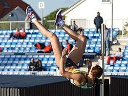 Yelena Slesarenko jumping 2007.jpg