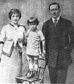 Zbigniew Uniłowski - Z rodzicami 1913 v2.jpg