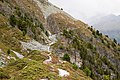 Zicht op voetpad naar Zinal (1670 m) achteraan in het Val d'Anniviers 02.jpg
