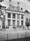 zicht op voorgevel van statig woonhuis, pilastergevel - middelburg - 20155629 - rce