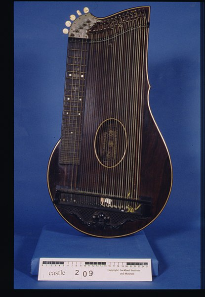 File:Zither (AM 1998.60.135-1).jpg