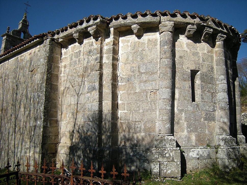 Ábsida da igrexa de San Lourenzo de Fión, O Saviñao
