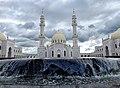 Белая мечеть и бассейн.jpg