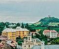 Вид на Банську Штявніцу, праворуч видно Кальварію.jpg