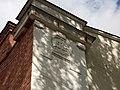 Дзержинского, 48 - декоративный элемент - дата начала постройки. С другой стороны от входа - так же оформленная дата 1917.jpg