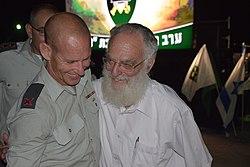 """הרב גדעון לנגמן עם תא""""ל רפי מילוא"""