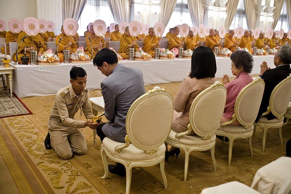 Thai politician participates in ceremony of transferring merit