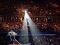 ธงไชย แมคอินเตย์ขึ้นเครนในคอนเสิร์ตอาสาสนุก.jpg