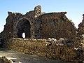 056 Castell de Montsoriu, pati d'armes, restes de la torre sud-est.jpg