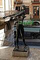 084 Figueres, plaça Gala i Dalí, Homenatge a Newton.JPG