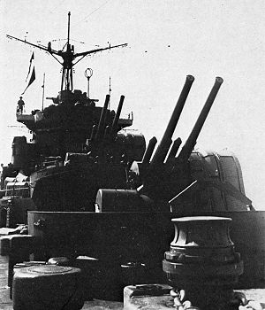 12.7 cm/40 Type 89 naval gun - Image: 127mm AA on IJN Chitose in 1938