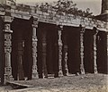 1870 photo of Hindu columns in the colonnade of the Quwwat-ul-Islam Mosque at the Qutb, Delhi 2.jpg