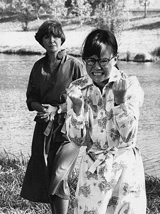 Sybil (1976 film) - Image: 1976 Sally Field & Joanne Woodward