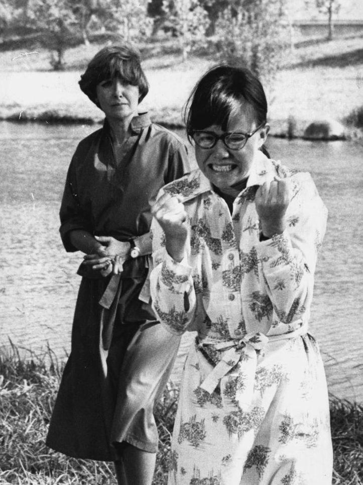 1976 Sally Field & Joanne Woodward