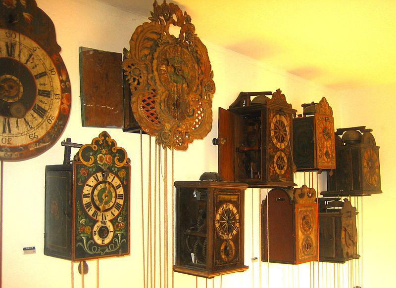File:2008-AHS-CH-Zchs= Roesli wooden movement clocks.jpg