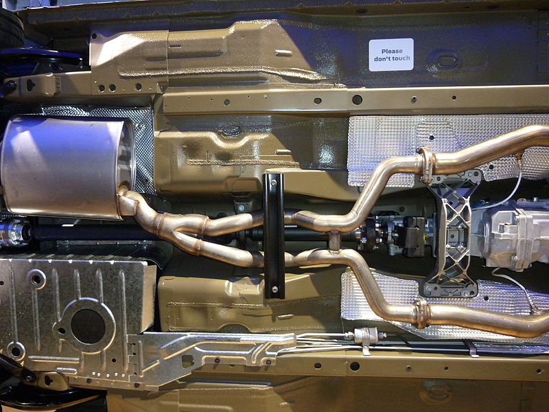 File:2010 FPV GT (FG) Boss 335 sedan (2010-10-16) 05.jpg