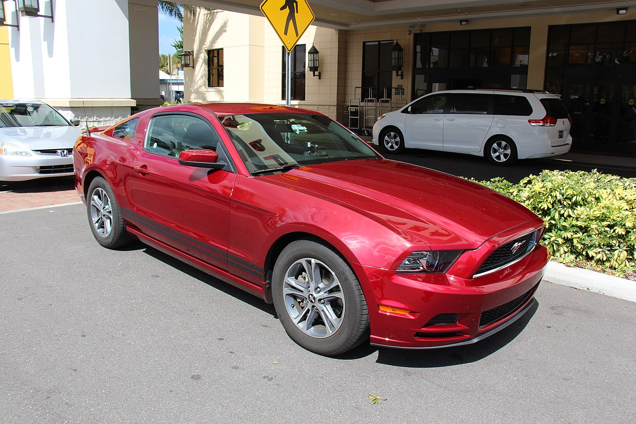 file 2013 ford mustang v6 coupe 14255523818 jpg wikimedia commons. Black Bedroom Furniture Sets. Home Design Ideas