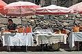 2014 Prowincja Kotajk, Stragany z jedzeniem przed klasztorem Geghard (01).jpg