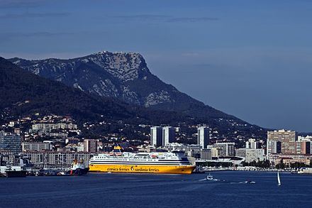 Harbor with ferry 2016 Toulon - Hafen.jpg