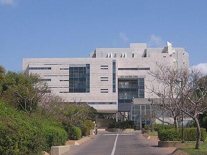 Kuidas ühistranspordiga sihtpunkti אוניברסיטת תל אביב jõuda - kohast