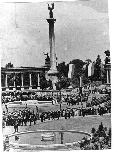 File:34. Eucharisztikus Világkongresszus, Budapest, Hősök tere 1938 (1).jpg