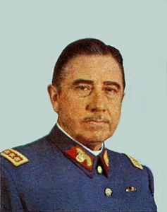 Pinochet in uniforme