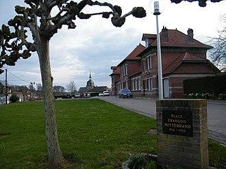 Acheux-en-Vimeu - The town hall and school of Acheux-en-Vimeu