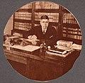 Achim dans son bureau à Hull BAnQ Vieux-Montréal 06M P750S1P067b.jpg