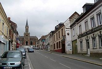 Ailly-sur-Noye - Image: Ailly sur Noye église et rue principale