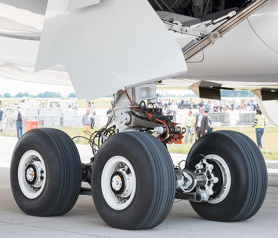 Airbus A350-941 F-WWCF MSN002 main landing gear ILA Berlin 2016 06 (cropped)