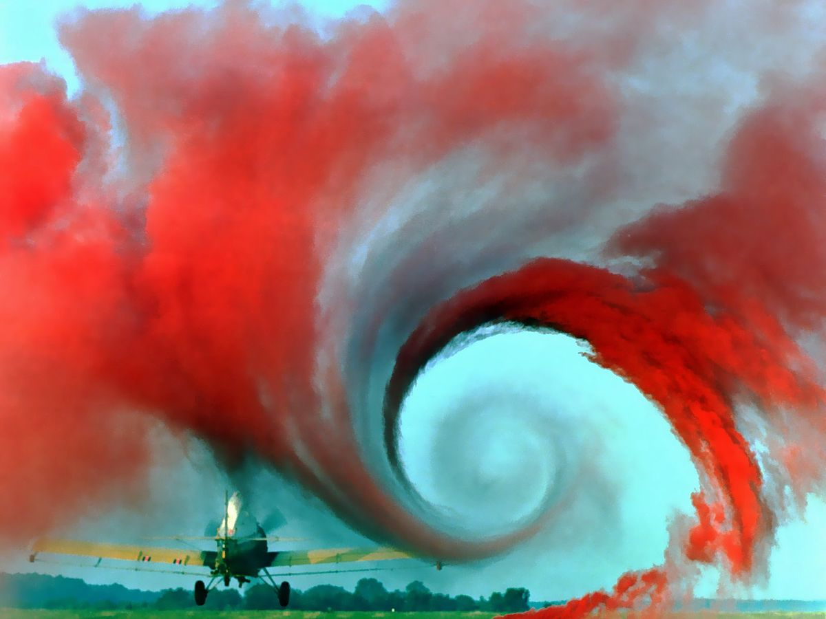 http://upload.wikimedia.org/wikipedia/commons/thumb/7/7b/Airplane_vortex_denoicefied.jpg/1200px-Airplane_vortex_denoicefied.jpg