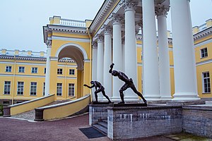Alexander Palace sculptures (10 of 11).jpg, автор: Flying Russian