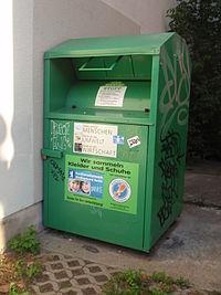 Altkleider-Container-Berlin-Textilrecycling-gruen.jpg