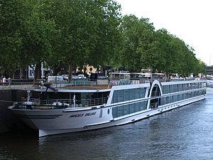 Amadeus Brilliant (ship, 2011) 005.jpg