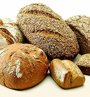 סוגים שונים של ככרות לחם.