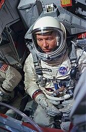 Wally Schirra - Wikipedia