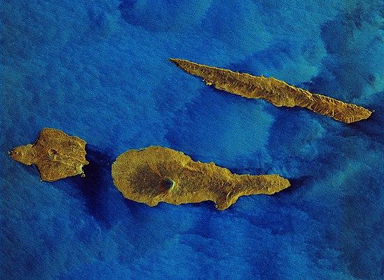 Radarbeeld van het eiland Pico naast de eilanden Faial en São Jorge