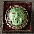 Aztechi, maschera in giadeite con rubini e cornice aggiunti dopo, 1400-1521 ca. (fi, man).jpg